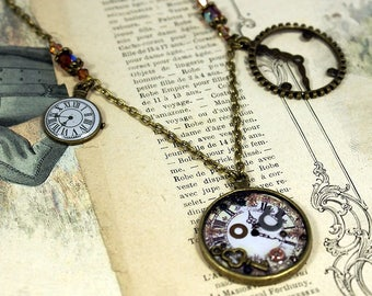 Necklace effect watch with inlaid mother of Pearl