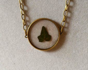 Embed ivy necklace
