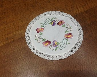 Small doily embroidery traditional flower