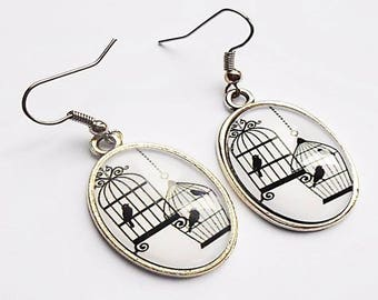 Earrings cabochon oval black and white birds