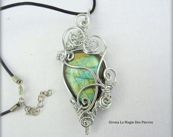 pendant wire green labradorite