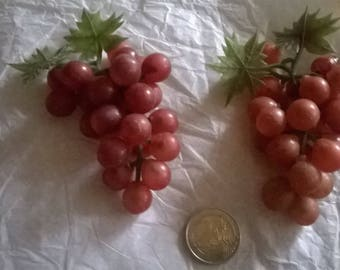 175) faux red grapes in plastic