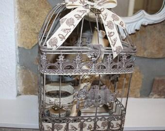 Square as a decorative bird cage
