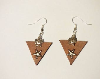 BROWN LEATHER EARRINGS WITH STARS