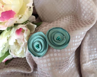 Flower 4 cm green Satin with pearls