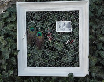 Old pele mixed with a chicken wire frame