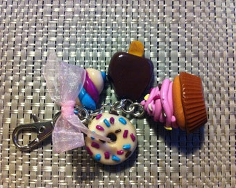 Keychains GOURMAND: marshmallow, cupcake, donuts, eskimo en fimo; handmade ; Gift for her; mothers' Day ; Birthday;