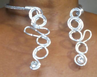 Pretty necklace back. The front is crew neck. Made of aluminum wire 2 and 4mm silver plated.