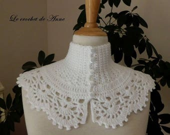 White neck circumference of Victorian style!