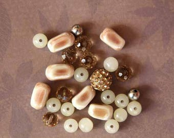 Set of 17 glass beads, ceramic, Crystal shades beige and ecru