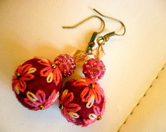 wool felted and embroidered pink and Burgundy pearls earrings