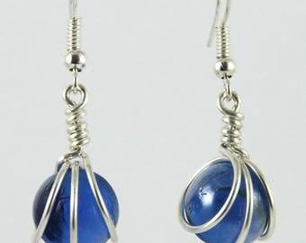Parure : boucles d'oreilles / collier billes de verre bleu nuit