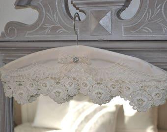 Romantic silk decorative hanger