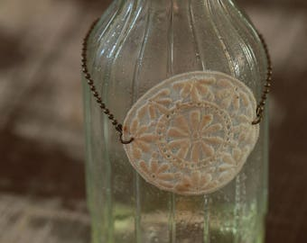 Round, floral, style lace bracelet Hippie Chic and its bronze ball chain