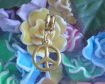 1 Pearl balance in color gold tone metal peace sign