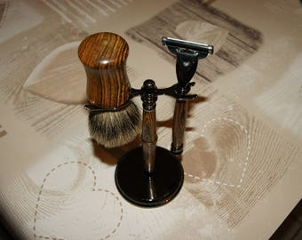 Display with razor and Badger turned by hand in Bocotte wood
