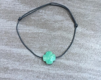 Cord bracelet adjustable woman faceted green clover