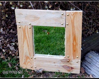 Reclaimed pallet wood mirror