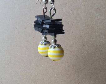 Earrings in yellow recycled bike tube and Pearl resin striped - room