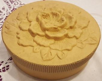Large round cardboard box, flower RELIEF pattern