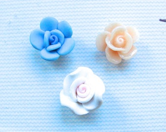 Set of 3 beads cabochon plastic 3 flower colors to stick 15mm diam.