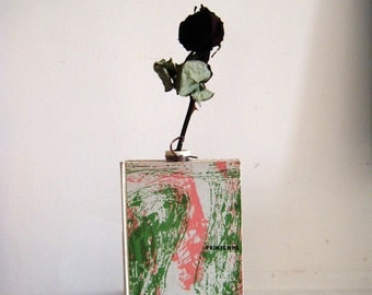 Vase Soliflore spring book, upcycled and diversion