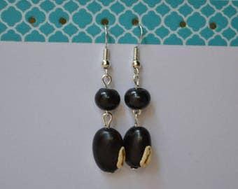 Black Stud Earrings with Pearl seed