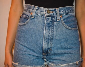 Vintage High-Waisted Denim Shorts(Guess)