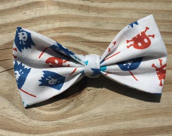 Pirate Bowtie (blue and red skulls)