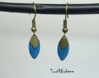 Short and light earrings blue Sequins