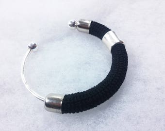 Bangle in Lisle's crochet worked ++ Matitie black ++