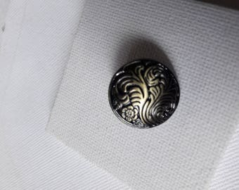 Patina antique bronze metal button
