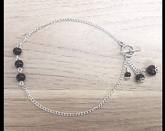 Ankle bracelet and black glass beads