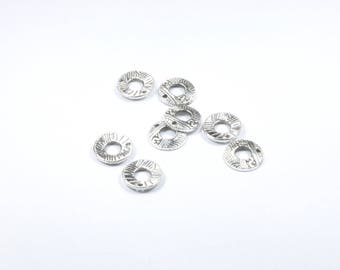 Set of 8 round metal charms