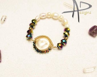 Bracelet with baroque river pearls and crystals