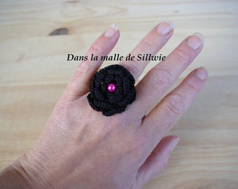 Black crochet flower ring and fuchsia pink glass beads