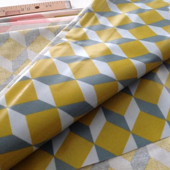 toile natt coton enduit motif cubes couleur jaune moutarde et. Black Bedroom Furniture Sets. Home Design Ideas