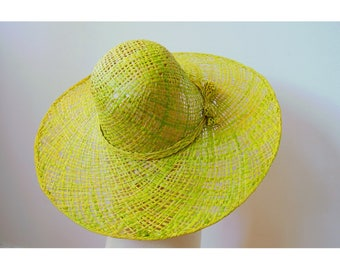 Sun Hat finely handwoven raffia with a bow on the side, green color.