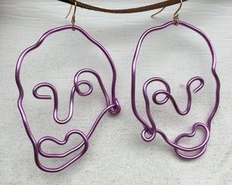 Wire Face Earrings in Ultra Violet