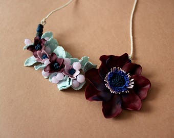 Asymmetric necklace with burgundy flower