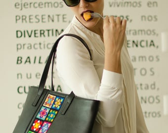 Embroiderd Leather Tote bag Black- Wixárika Mexican Art