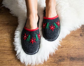 FELT moccasins Gray NATURAL slippers, Warm women  home shoes felted  slippers Comfortable winter warm boots women christmas gift wool flower