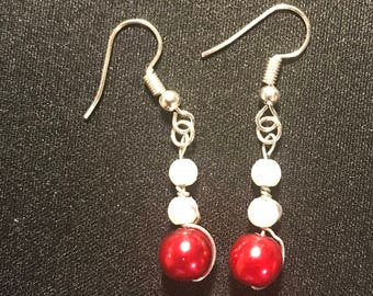 Red and white earrings // simple beaded earrings // 3 bead earrings (Rose)