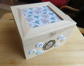 1 square wooden box
