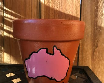 "3 colour ""Australia"" pot"