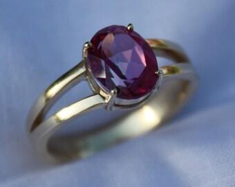 9ct gold, 10mm x 8mm rhodolite garnet, split shank ring