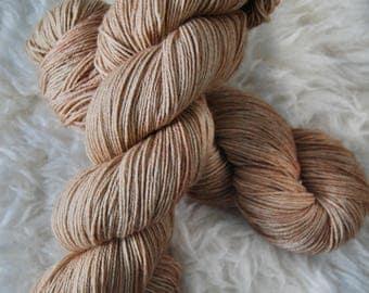 Doe // Tonal yarn // semi-solid fingering sock yarn// 75/25 wool blend // indie-dyed yarn // semi-solid // tan // brown