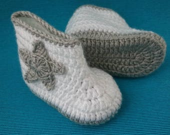 BABY BOOTIES With STAR , White Booties , Crochet Booties , Babyboy , Babygirl , Handmade Booties , Baby Size For 3-6 Months