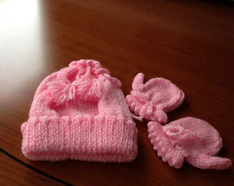 Baby girls pink hat and mittens