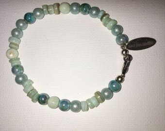 Bracelet with shell/glass beads